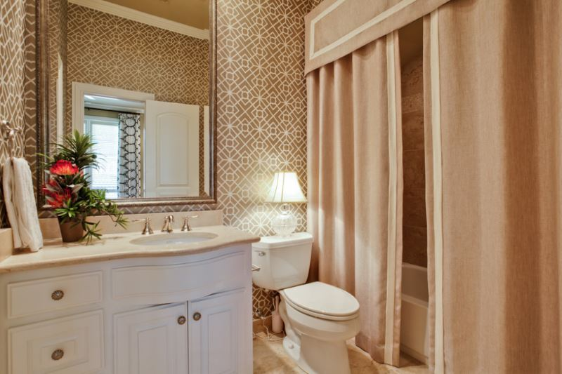 Bathroom with a custom-made shower curtain