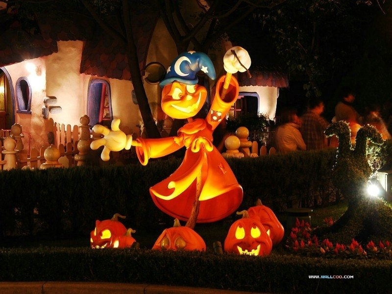 Disney themed Halloween decoration [From: Wall Coo]