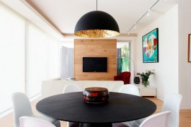 A Dashing Dark Silhouette for Posh Residence in Melbourne