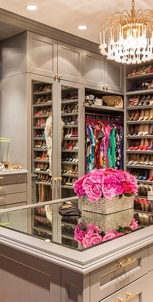 Gorgeous walk-in closet idea for the contemporary home