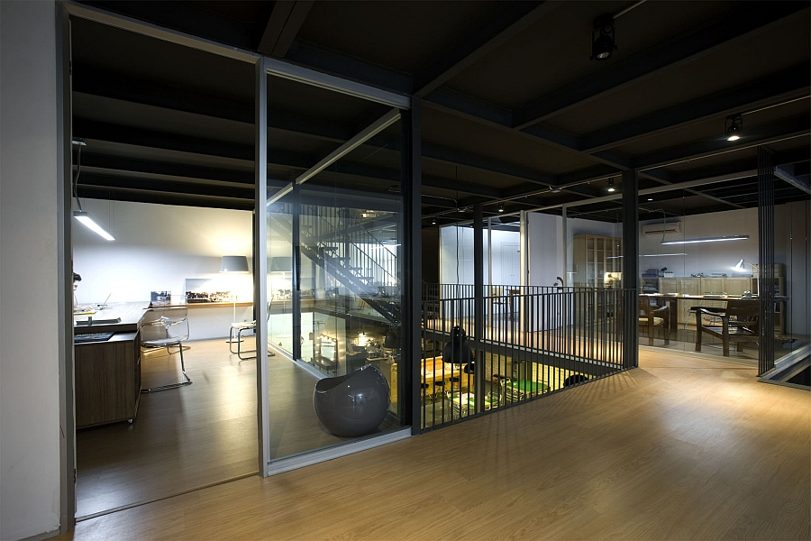 Charmant View In Gallery Gray And Transparent Sliding Glass Doors Create Dynamic  Interiors