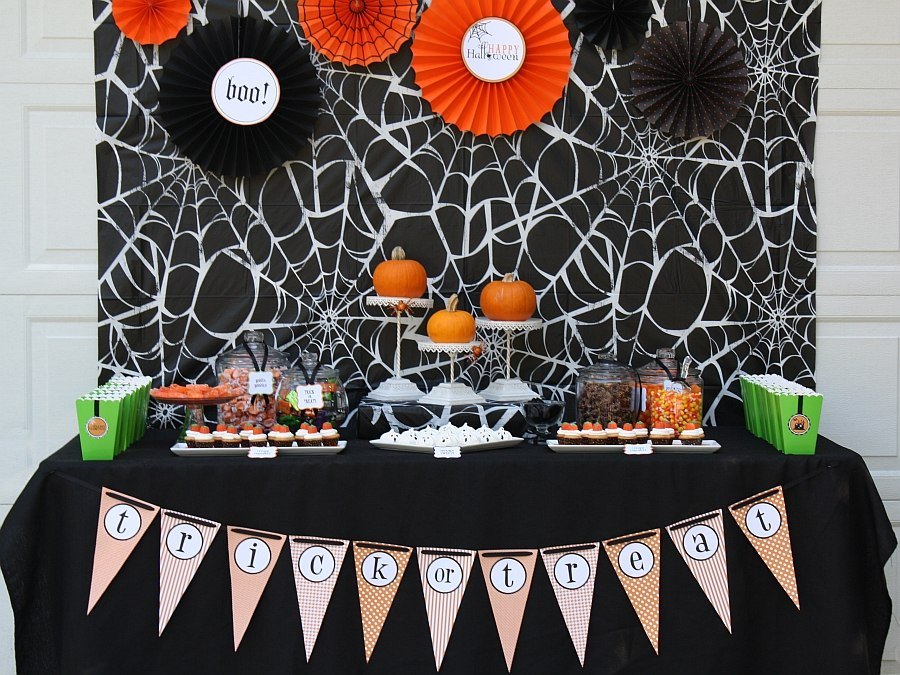 Halloween decorating idea in black, white and orange