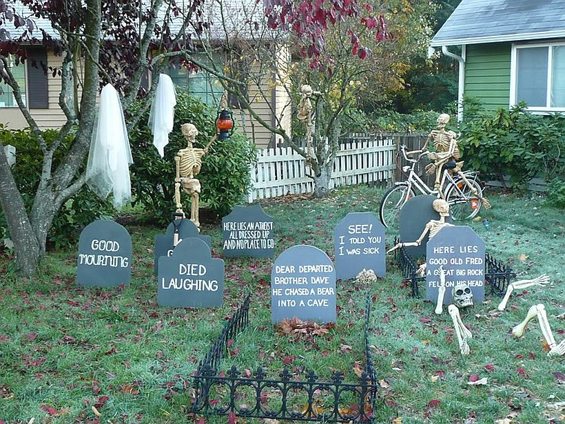 Halloween gravestones that make an impact [From: The Budget Decorator]