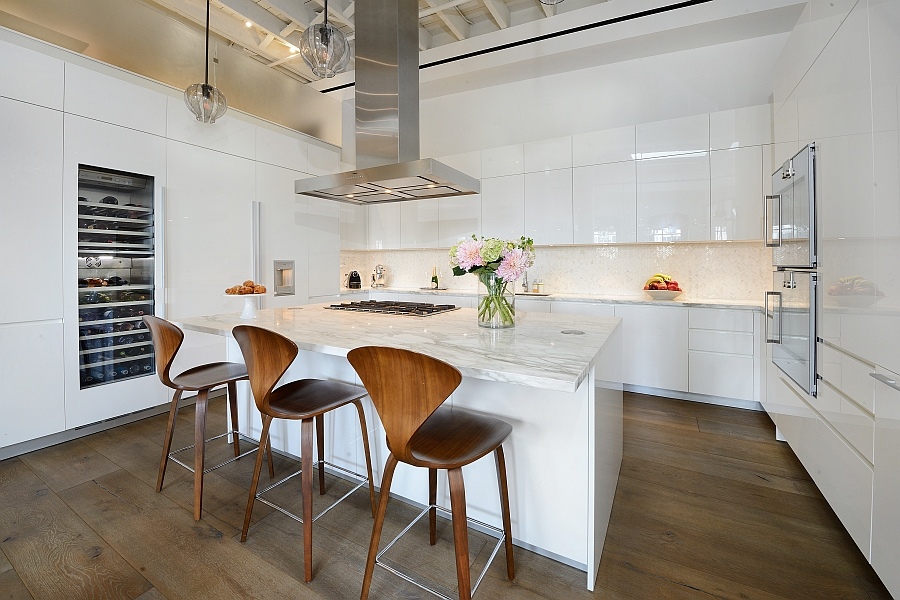 Iconic Cherner chairs at the smart kitchen island