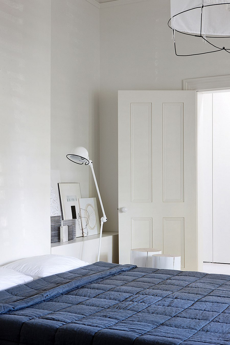 Innovative bedside lighting idea for the small modern bedroom