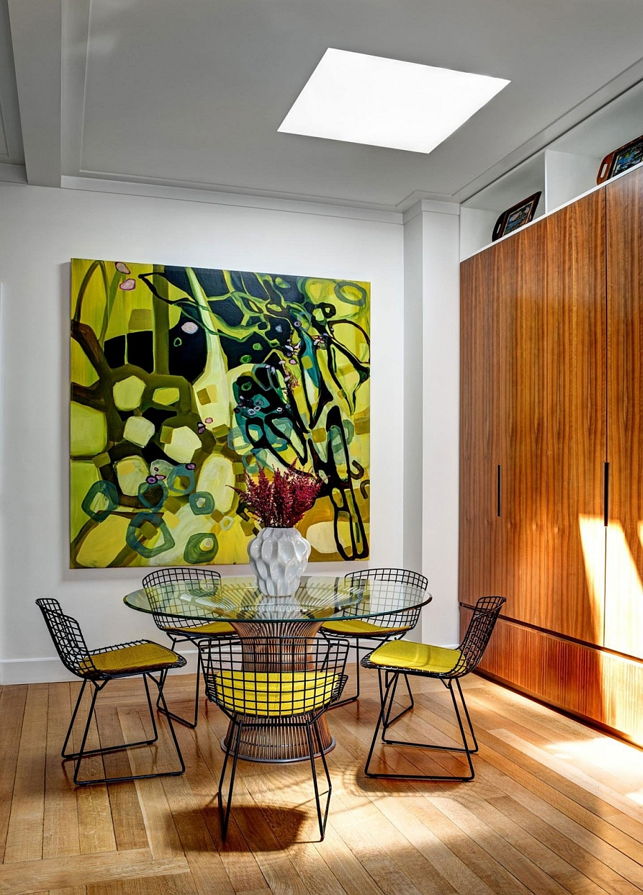 Lime green enlivens the small dining area