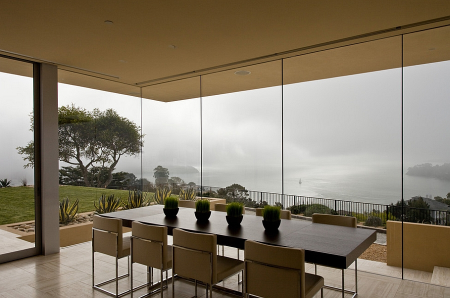 Misty charm of San Francisco outside the dining room [Design: Swatt Miers Architects]