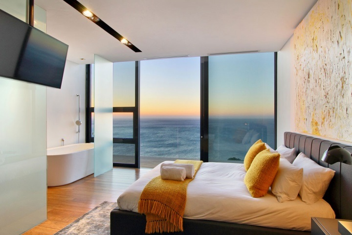 Ocean-front bedroom with a tub