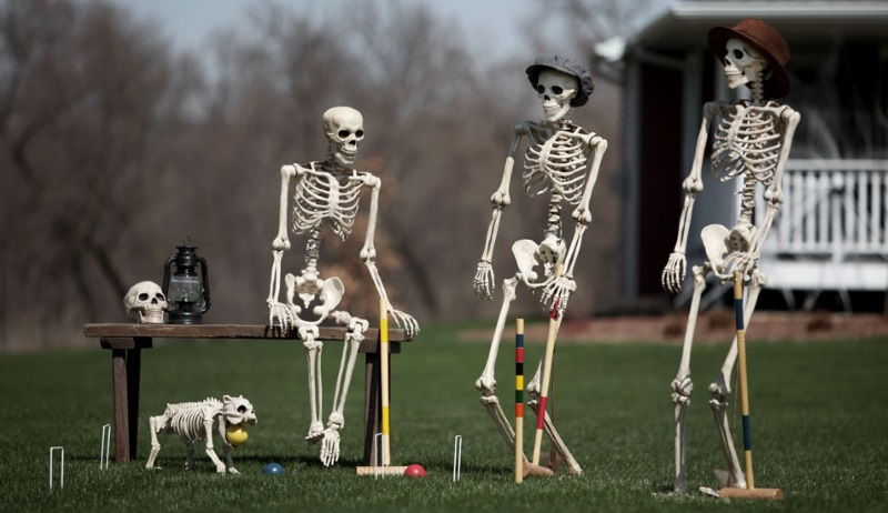3 fun and festive halloween party concepts for Friendly outdoor halloween decorations