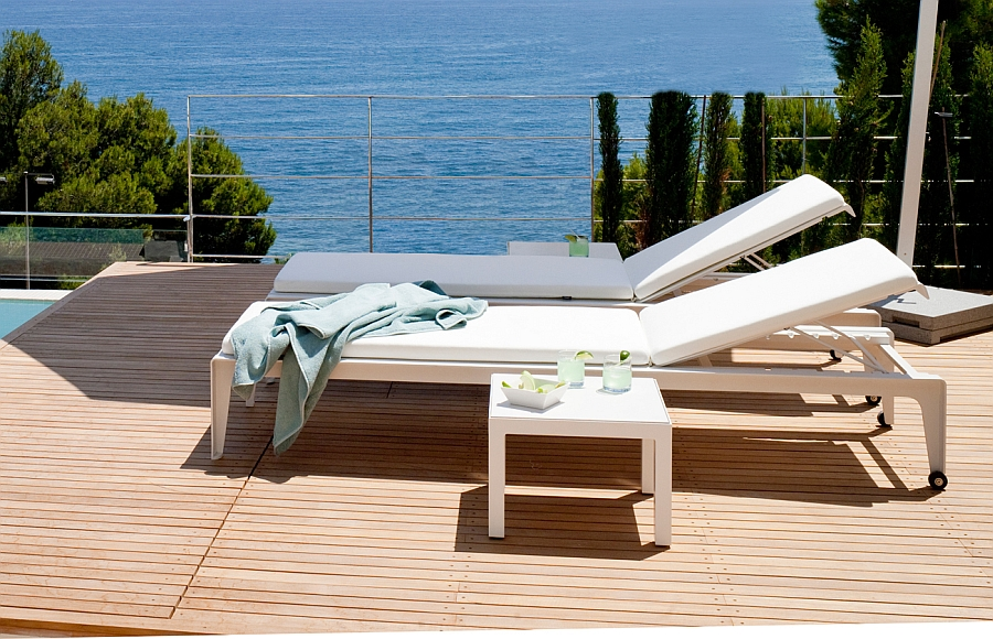 Posh Mirthe Lounger lets you relax on the pool deck in style