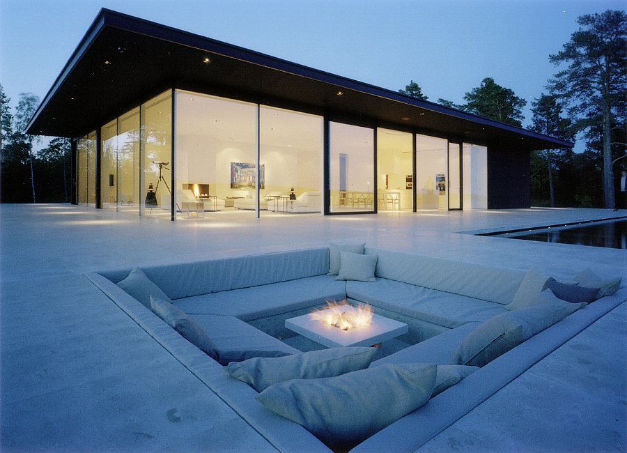 Posh sunken outdoor lounge idea
