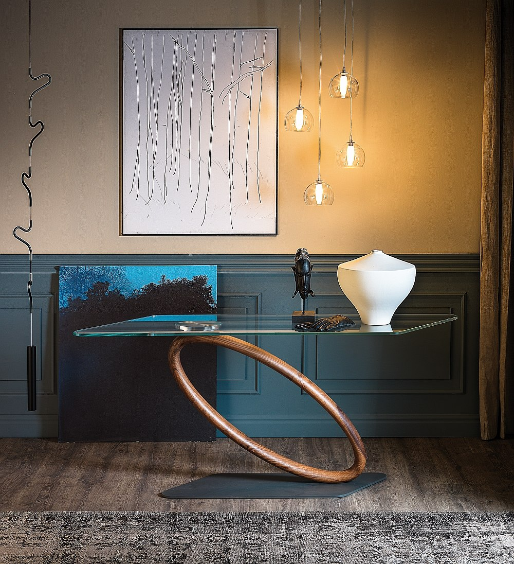 Sensational console with a sculptural Italian design