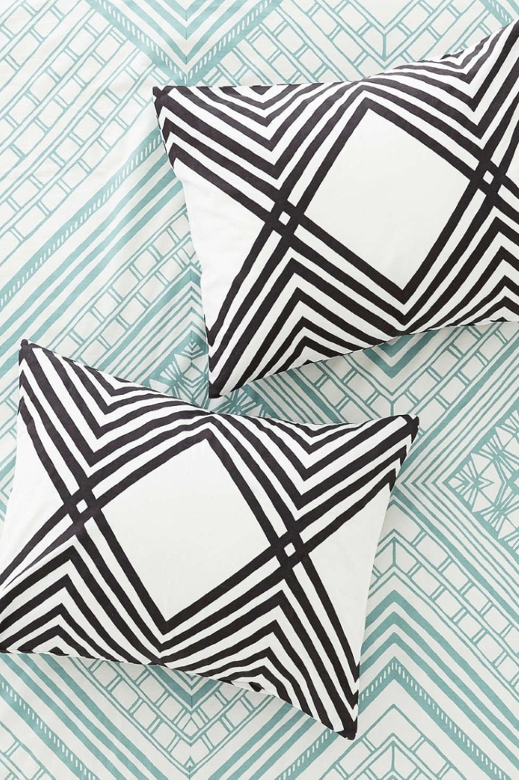 Sham set with an angular pattern