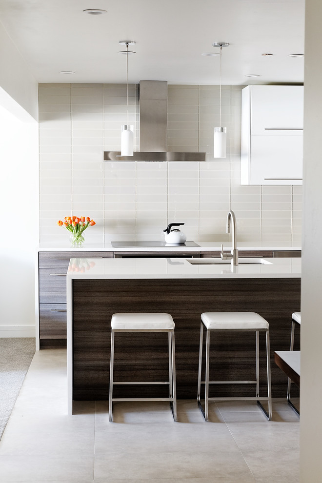 Simple and elegant kitchen with neutral shades
