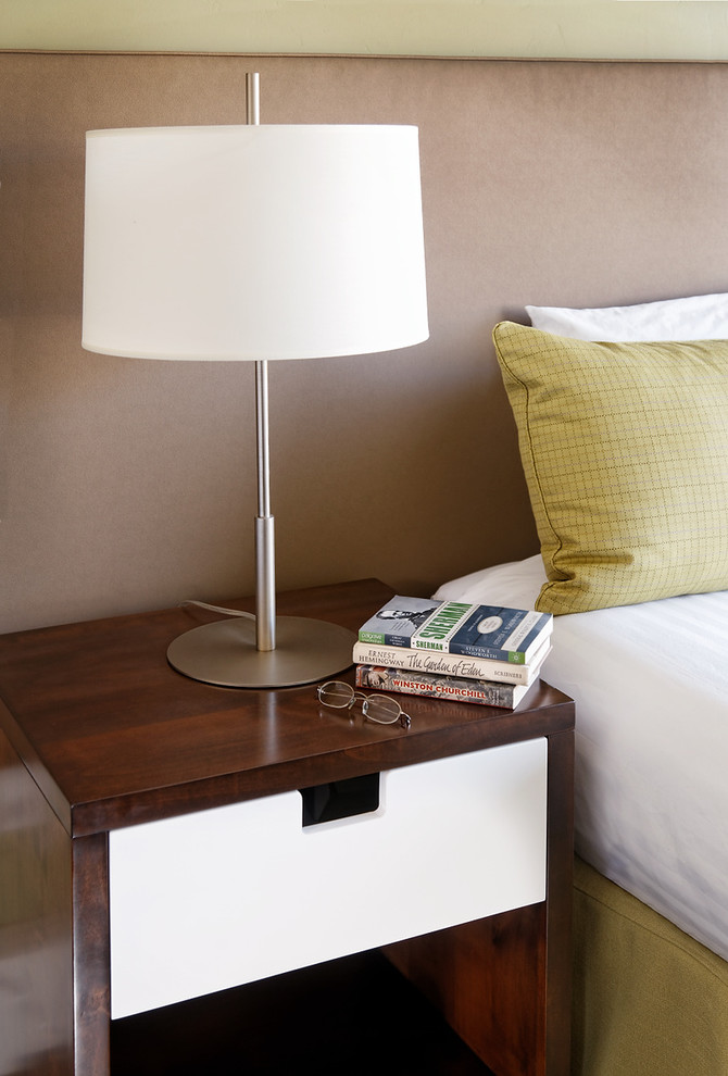 Simple and stylish bedside table idea