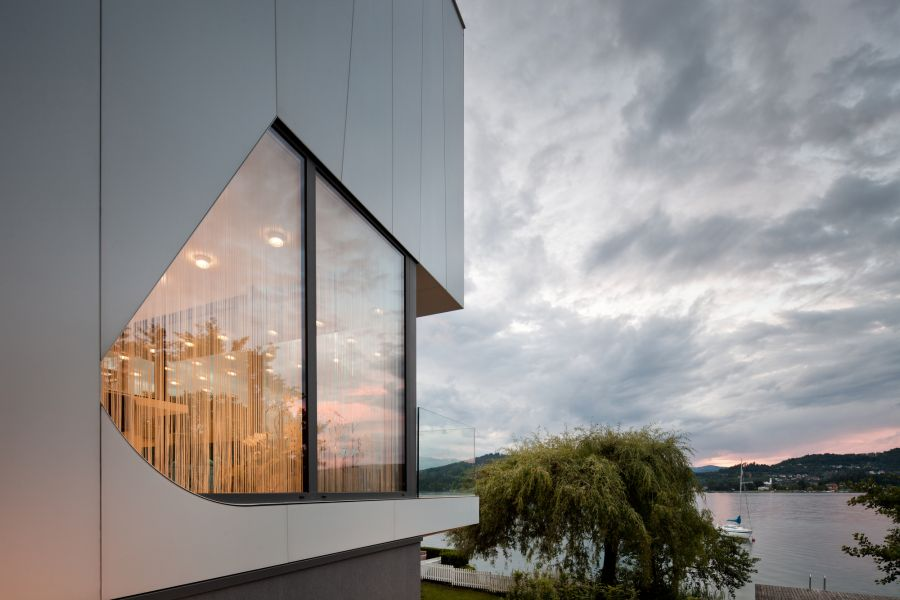 Sleek extreior of the Lakeside House