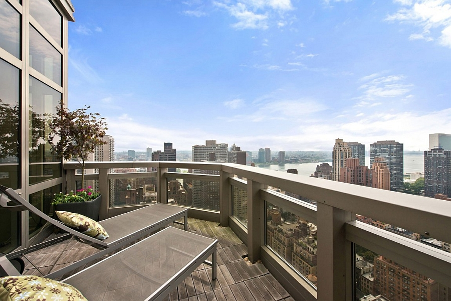 Small yet beautiful balcony with unabated view of the NYC skyline