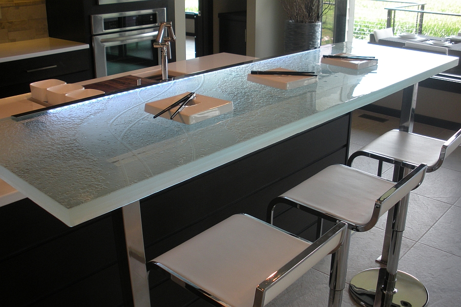 Smart LED lighting of the countertop along with natural light
