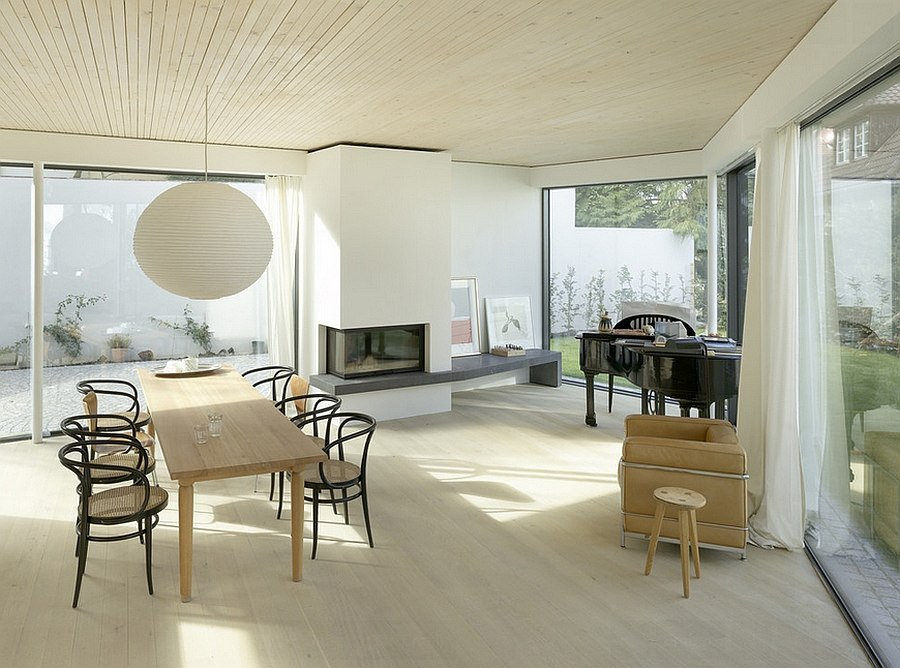 Smart dining room makes perfect use of its corners [Design: Bottega + Ehrhardt Architekten GmbH]