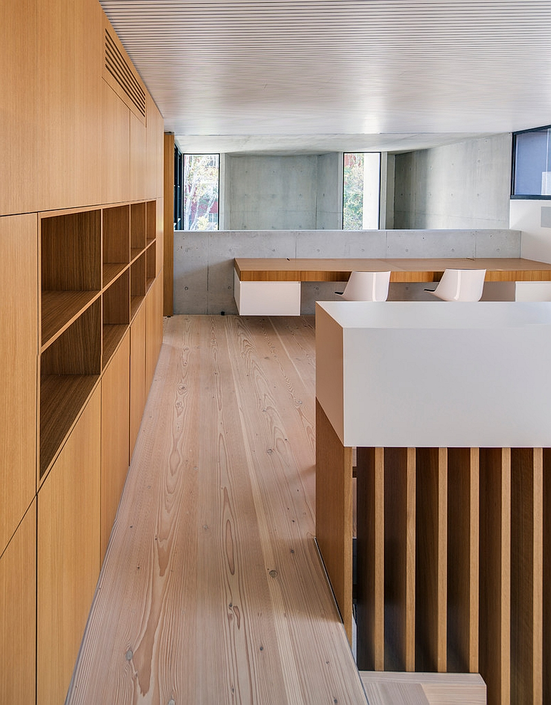 Smart home office design brings together wood and concrete