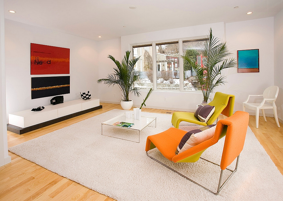 Smart use of yellow and orange in the posh living room