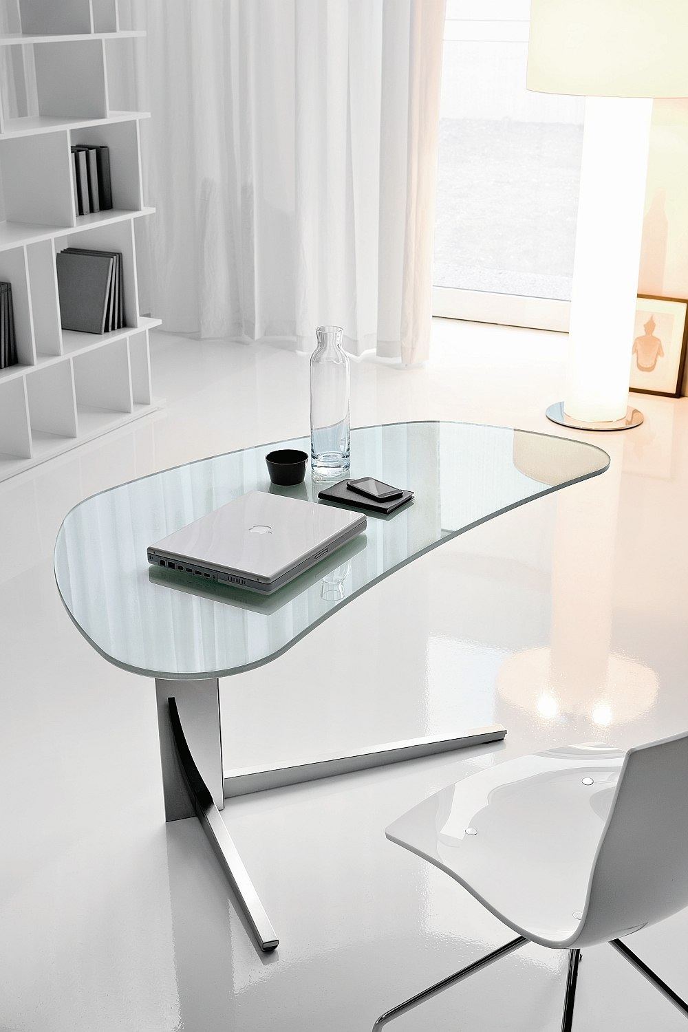 Smart worktop of the Island desk sets it apart from the crowd