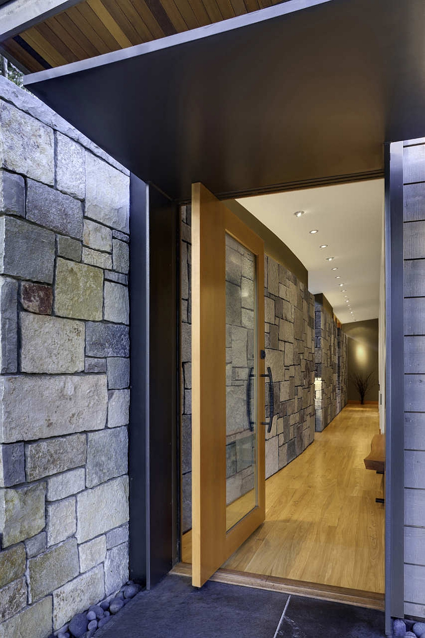 Stone wall keeps away any street noise with ease