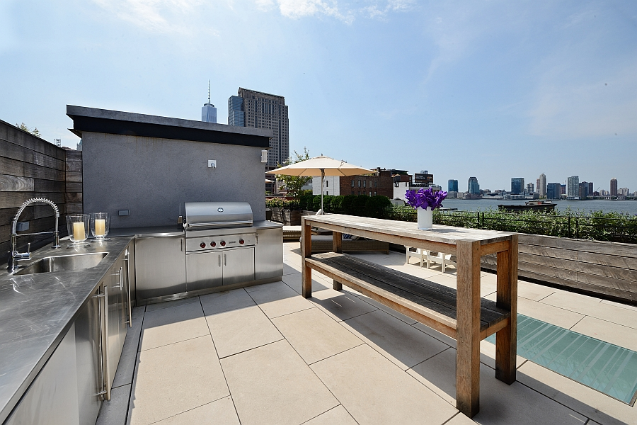 Sturdy outdoor kitchen with stainless steel surfaces