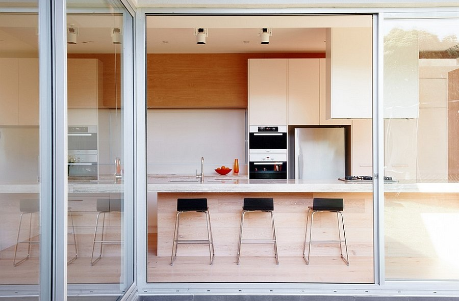 Timber adds a touch of softness to the kitchen