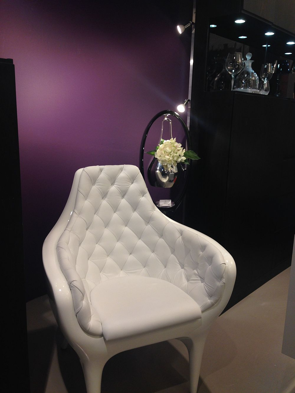 White upholstery Showtime armchair - BD Barcelona