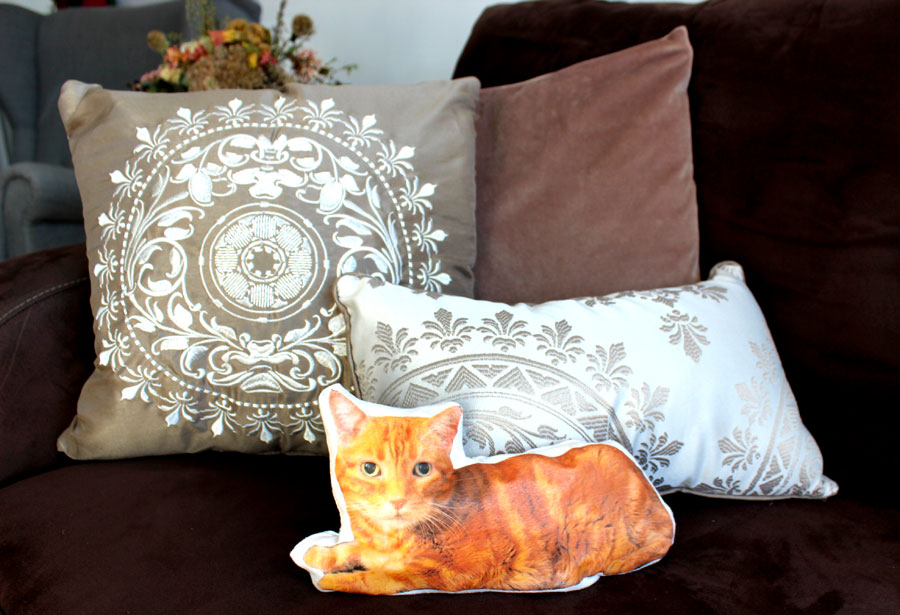 diy cat pillow main DIY: How to Make a Cute Customized Pillow That Looks Just Like Your Cat