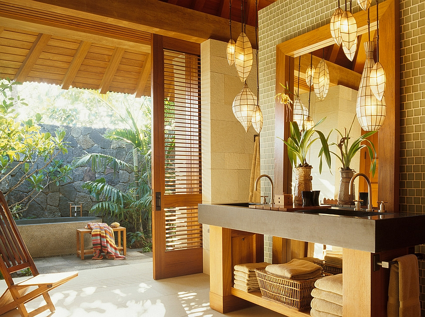 A lovely blend of Asian and tropical styles in the bathroom [Design: ZAK Architecture]