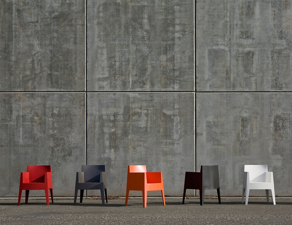 Abstract and minimal outdoor chair collection