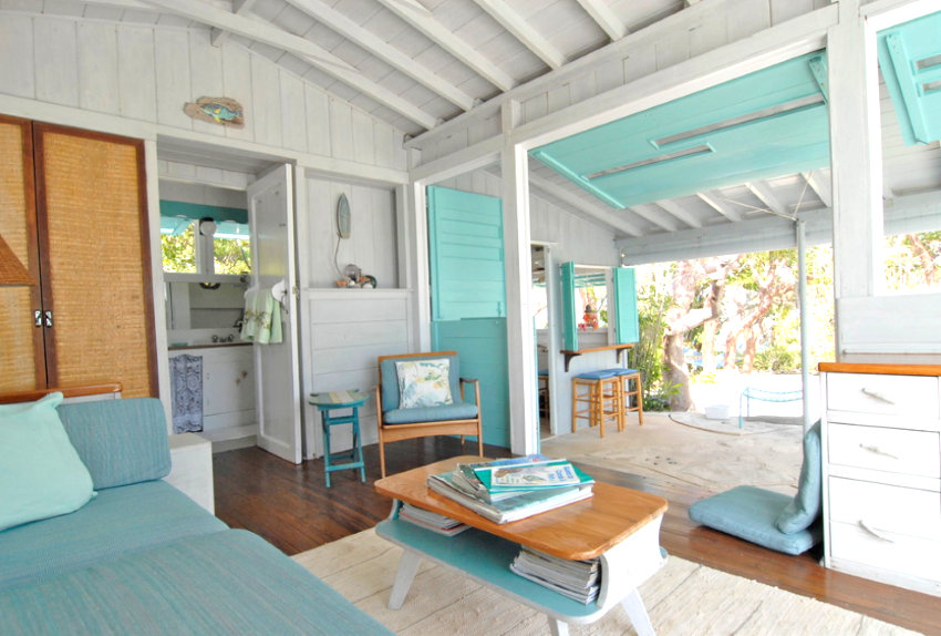 Bahamanian living room with touches of aqua