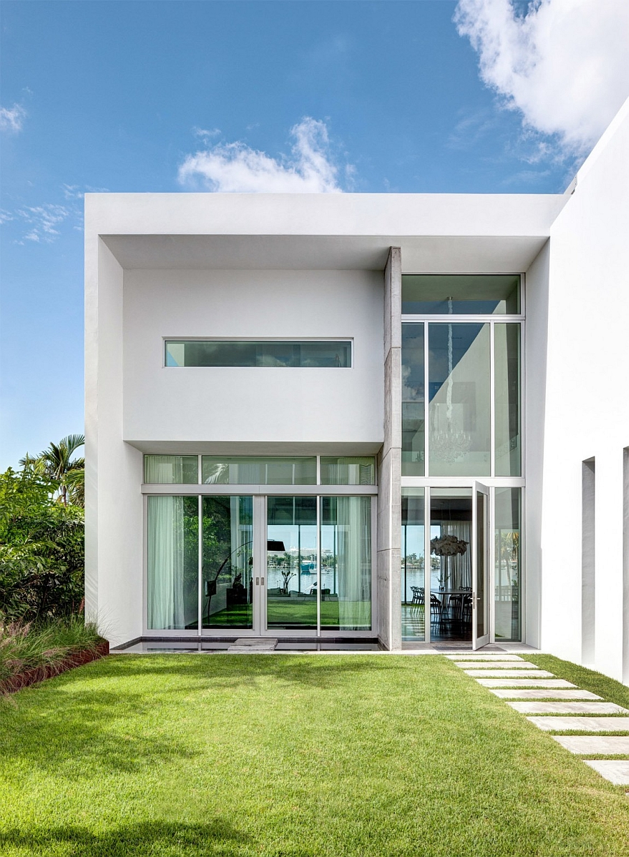 Beautiful blend of contemporary style with classic coastal colors Lavish Contemporary Miami Residence with a Coastal Flavor