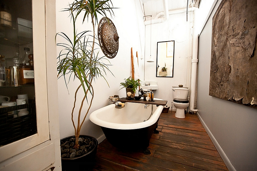 Black and white claw-foot bathtub steals the show [From: Chris A. Dorsey Photography]
