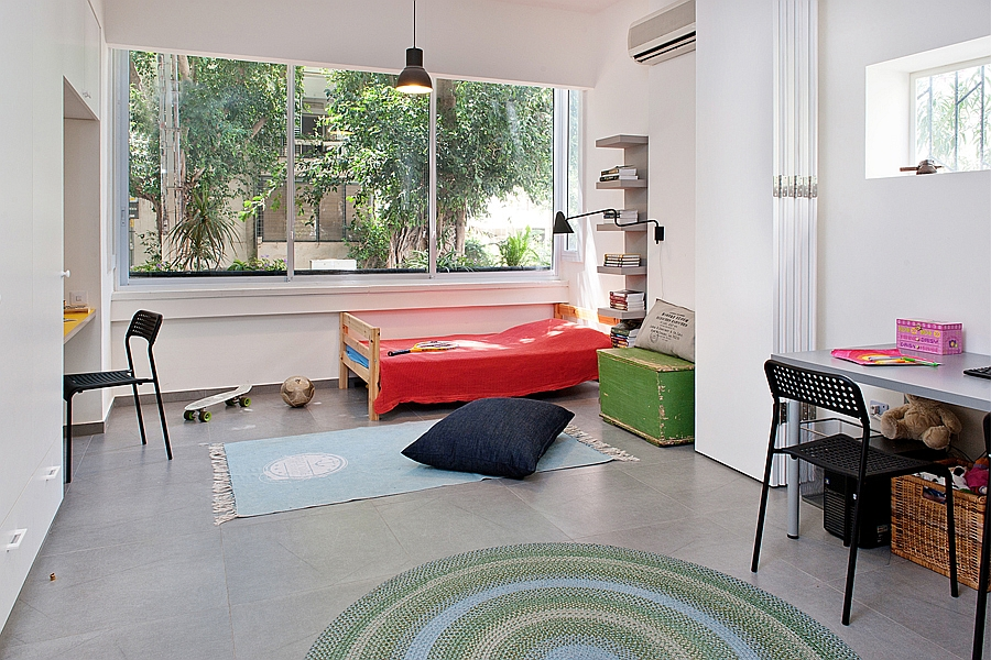 Children's bedroom for two with a cool folding partition