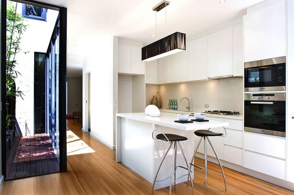 Contemporary kitchen makes most of the small space 600x398