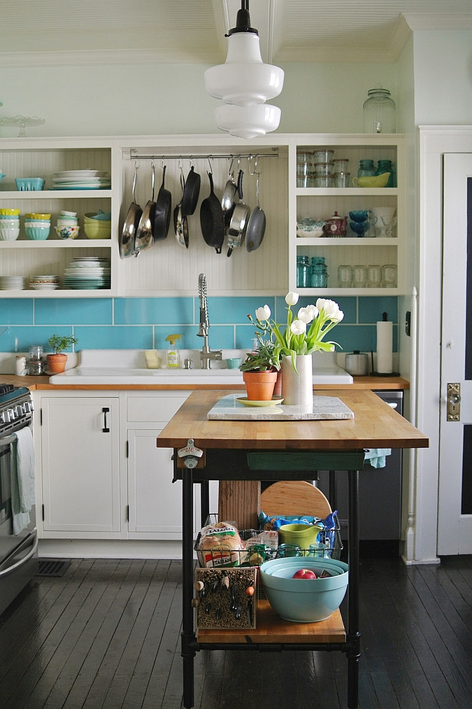 ... Cool Tiny Kitchen Island Crafted At Home [From: Farm Fresh Therapy]