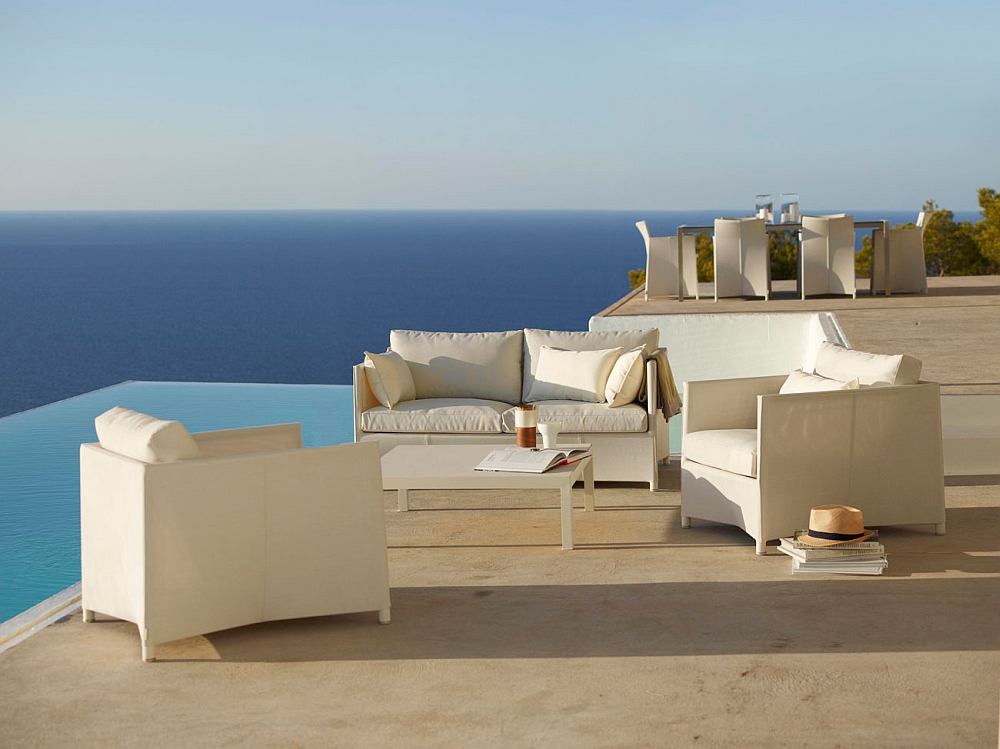 Create a stunning poolside lounge with the exclusive Diamond Collection