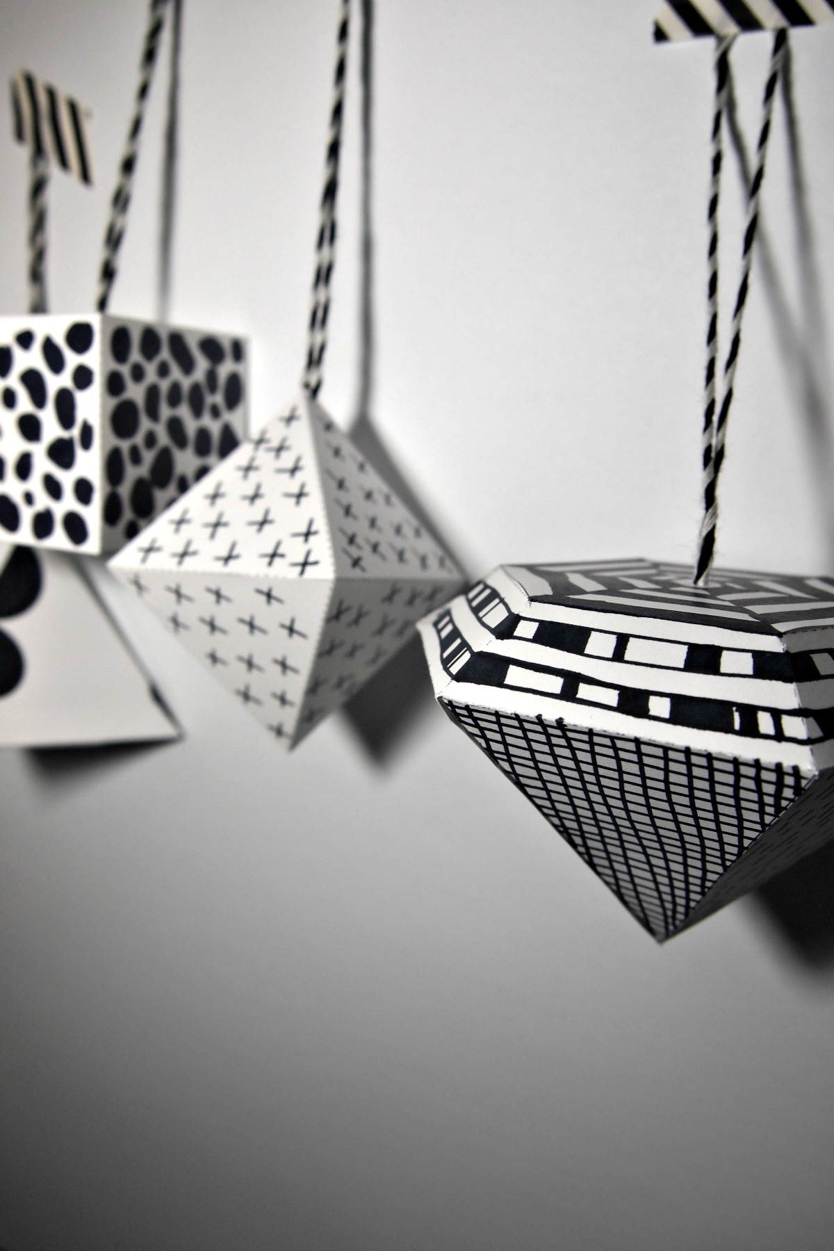 DIY ornaments – black and white