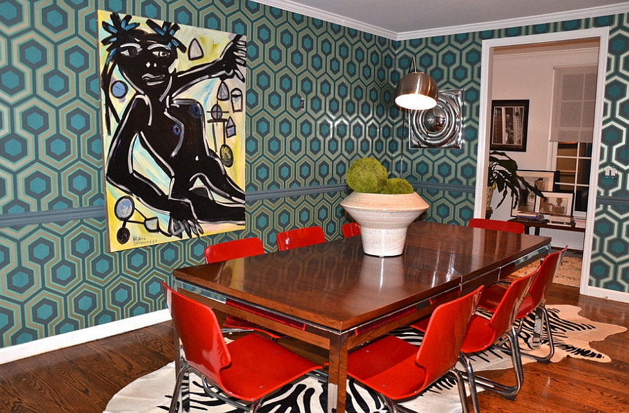 David Hicks Hexagon Wallpaper in the midcentury modern dining room [Design: D2 Interieurs]
