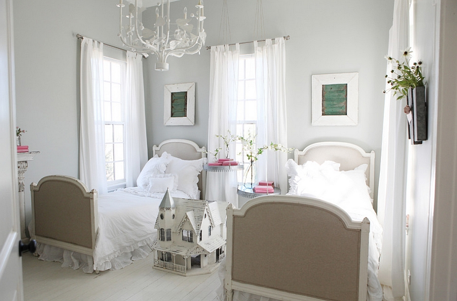 Dreamy bedroom in white, grey and pink [Design: Magnolia Homes]
