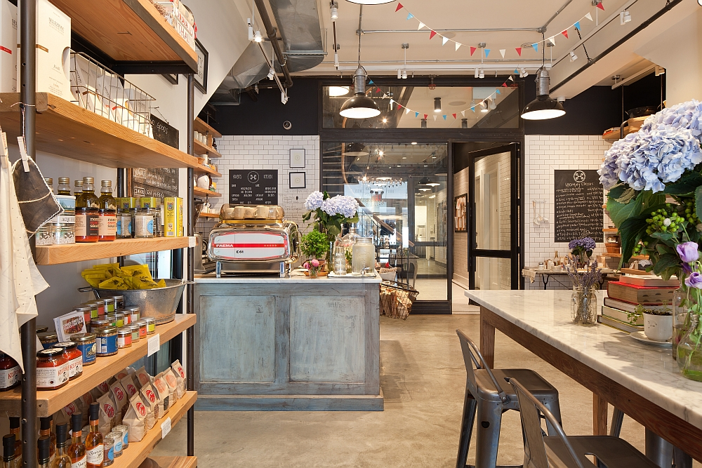 Old NYC Carriage House Renovated Into A Trendy Caf