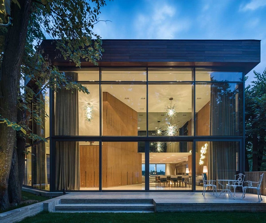 Expansive glass wall connects the outdoor with the interior