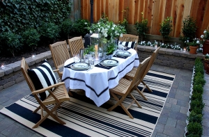 Fabulous outdoor rug helps define the al fresco dining [Design: Scot Meacham Wood Design]