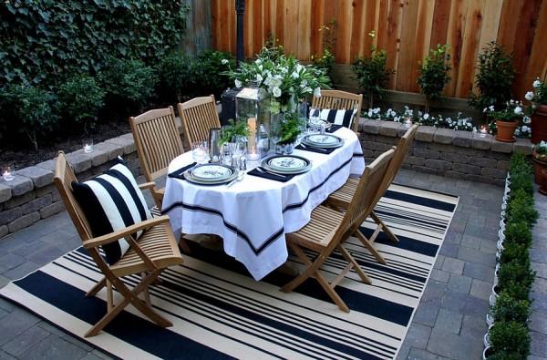 Fabulous outdoor rug helps define the al fresco dining [Design: Scot Meacham Wood Design]