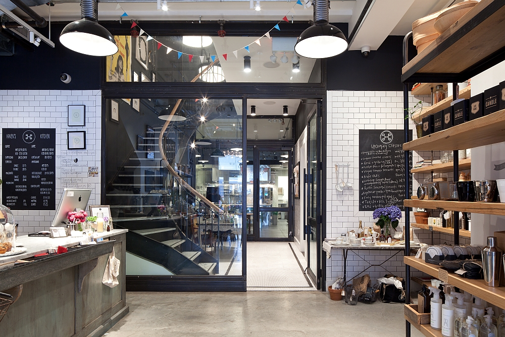 old nyc carriage house renovated into a trendy caf. Black Bedroom Furniture Sets. Home Design Ideas
