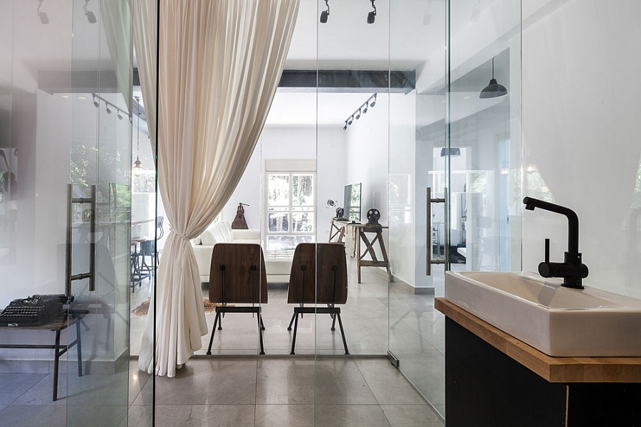 Glass partitions ensure that there is never a dull corner in the home