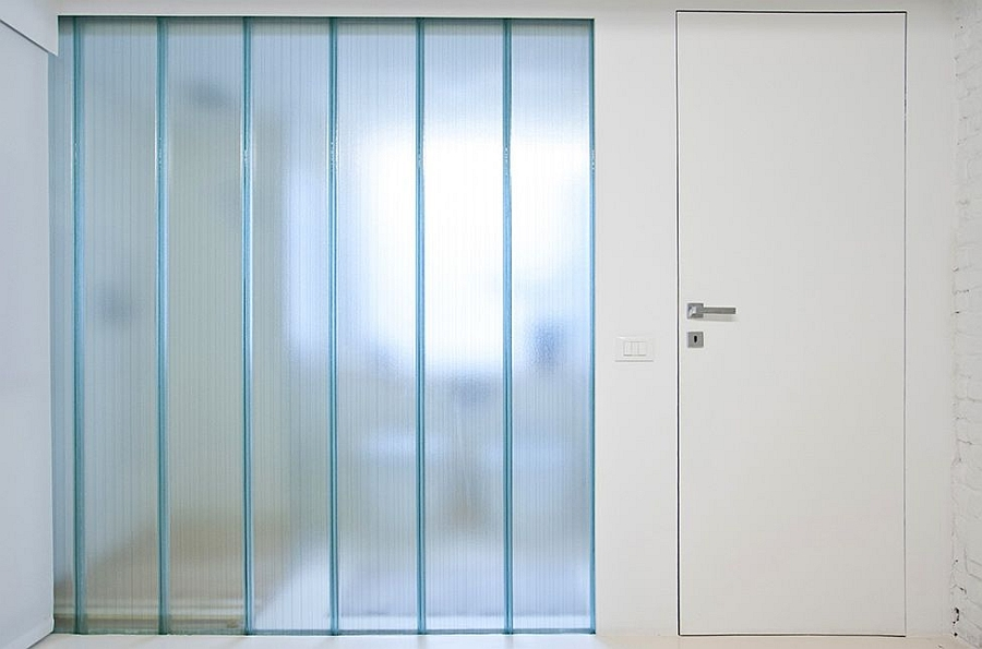 Glass screens allow ample light to filter through